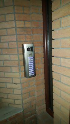 αντικατασταση θυροτηλεφώνων με σύστημα θυροτηλεόρασης auta